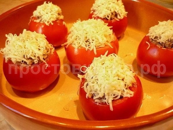 Посыпаем  сыром и ставим в духовку на 25-30 мин, температура 160-180 гр.