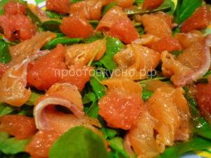 Салат с красной рыбой рукколой