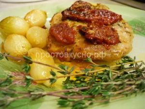 Свинина с вялеными помидорами и тимьяном