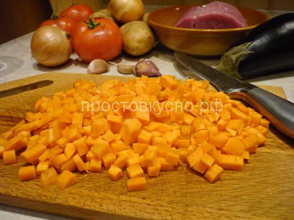 По рецепту морковь натереть на крупной терке, мне захотелось кубиками.