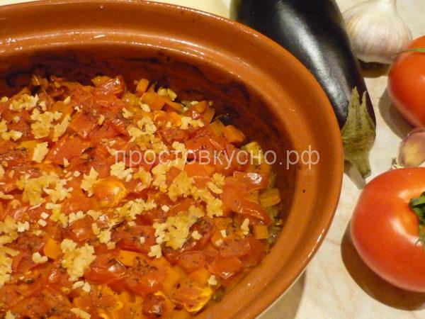 Готовое блюдо посыпать мелко нарезанной зеленью.