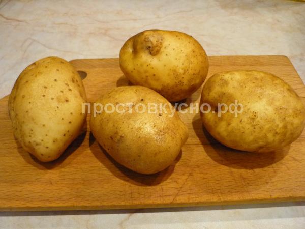 Картофельные клубни хорошо промываем, кожуру не счищаем.